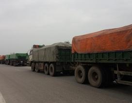 Bắt đoàn 8 xe biển Lào chở than quá tải