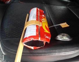 Bình cứu hoả phát nổ trong ô tô