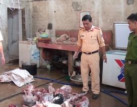 """""""Mật phục"""" bắt quả tang cơ sở tàng trữ gần 200 kg nội tạng, thịt bò bốc mùi"""