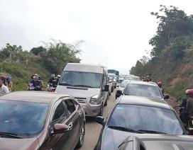 Đường Hồ Chí Minh tắc hơn 10 km