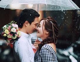 Ảnh cưới độc đáo giữa ngày mưa lụt của cặp đôi Hà thành