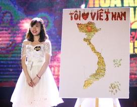 Nữ sinh vẽ bản đồ Việt Nam bằng keo dính và bột kim tuyến