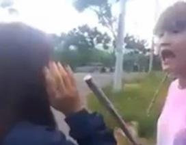 Thiếu nữ Đà Nẵng dùng gậy sắt đánh bạn như côn đồ