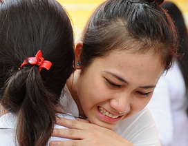 Nghẹn ngào giọt nước mắt ngày chia tay mái trường Chu Văn An