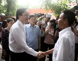 Bộ trưởng Bộ Giáo dục tới trường Thủy lợi động viên phụ huynh thí sinh