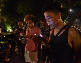 Bạn trẻ nửa đêm lọ mọ đi bắt Pokemon ở Hà Nội