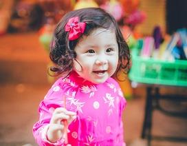 Mẫu nhí 1 tuổi háo hức khám phá phố Trung thu Sài Gòn