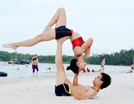 Ảnh cưới và đời thường độc đáo của cặp đôi HLV Yoga