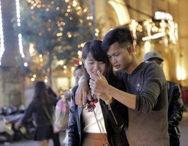 Những cử chỉ ngọt ngào bên người thương đêm Noel