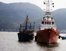 Khẩn trương đi cứu 7 ngư dân đang gặp nạn trên biển