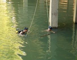 Suốt đêm thợ lặn tìm kiếm người phụ nữ nhảy cầu tự tử