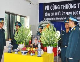 Truy tặng Huân chương Bảo vệ Tổ quốc cho phi công Phạm Đức Trung