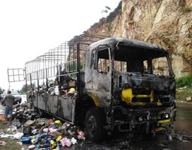 """Không khởi tố những người """"hôi của"""" xe chở hàng bị cháy"""