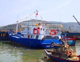 Tàu vỏ thép bị phá nước, 8 thuyền viên kêu cứu
