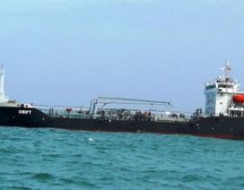 Tạm giữ tàu nước ngoài vận chuyển trái phép hơn 4.000 tấn xăng