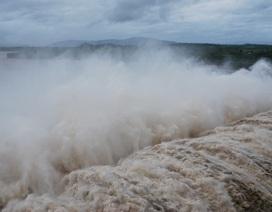 Thủy điện đồng loạt xả lũ, triều cường dâng cao, dân lo ngập lụt