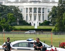 Mật vụ Mỹ bắn kẻ mang súng ngoài Nhà Trắng