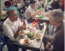Khoảnh khắc dân dã khi Tổng thống Obama thưởng thức món ăn đường phố
