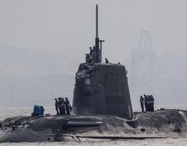 Tàu ngầm hạt nhân Anh vỡ tháp chỉ huy do va chạm với tàu thương mại