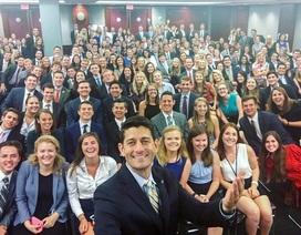 """Hai bức ảnh """"tự sướng"""" gây xôn xao Quốc hội Mỹ"""