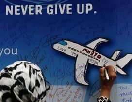 Các nước tạm dừng chiến dịch tìm kiếm máy bay MH370