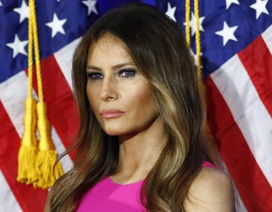 """Ảnh khỏa thân """"tố"""" vợ tỷ phú Trump vi phạm luật visa vào Mỹ"""