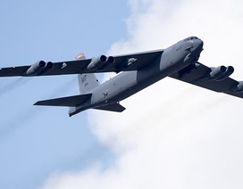"""Mỹ lần đầu điều """"pháo đài bay"""" B-52 tới Afghanistan sau 10 năm"""