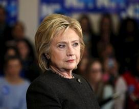 """Thuyết âm mưu nhằm """"lật đổ"""" bà Hillary Clinton bằng chiêu bài sức khỏe"""