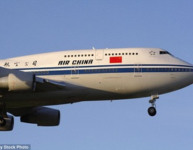 Trung Quốc: Nam thanh niên mở cửa máy bay dọa tự tử vì cãi nhau với bạn gái
