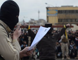 9 thiếu niên bị cưa đôi người vì chống IS