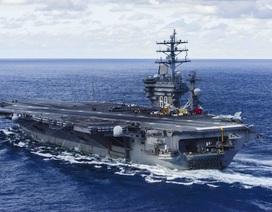 """Nữ thủy thủ Mỹ """"vượt cạn"""" trên tàu sân bay giữa vịnh Ba Tư"""