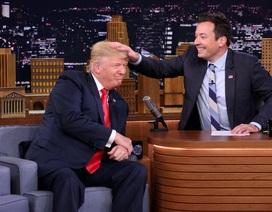 Tỷ phú Trump bị vò tóc ngay trên sóng truyền hình Mỹ