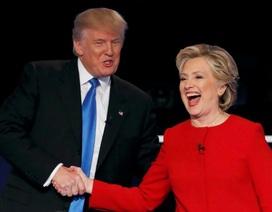 """Bà Clinton thắng trong cuộc """"so găng"""" đầu tiên"""