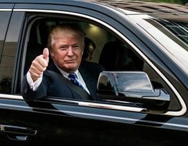 Tổng thống Trump mải miết tập phát biểu trong xe hơi