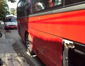 Cảnh sát giao thông rút súng ngăn hỗn chiến giữa hai xe khách