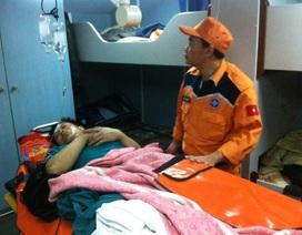 Cứu nạn thuyền viên bị tai nạn trong lúc biển động mạnh