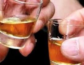 Hôn mê sâu vì thách đố nhau uống rượu