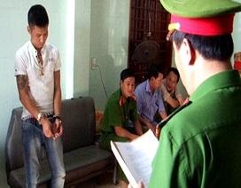 Bắt đối tượng chuyên buôn bán ma túy và thủ nhiều hung khí nguy hiểm