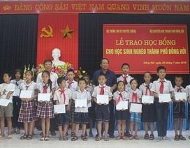 """Quảng Bình: Bộ TT&TT """"tiếp sức"""" cho học sinh nghèo đến trường"""