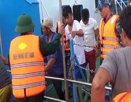 Cứu thành công 6 ngư dân bị chìm tàu trên biển