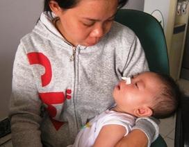 Quỹ Nhân ái trao 5 triệu đồng đến mẹ con bé Lục Gia Bảo