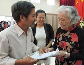 Bà giáo 83 tuổi lập lớp học cho... phụ huynh