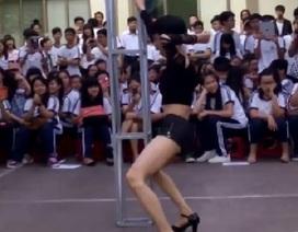 Sau vụ múa cột phản cảm, TPHCM chấn chỉnh lễ hội trong trường học