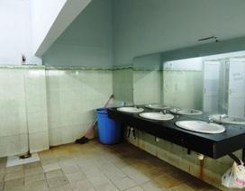 """Đề xuất xây nhà vệ sinh 2 tỷ đồng: Phụ huynh """"phản pháo"""""""