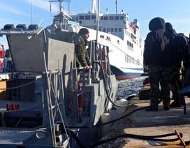Hy Lạp: Tàu chở 700 người cầu cứu vì nghi có tay súng