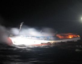 Tàu cá Hàn Quốc bốc cháy, hai người Việt mất tích