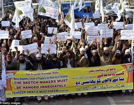 """Pakistan: Biểu tình lớn đòi """"treo cổ"""" các họa sĩ Charlie Hebdo"""