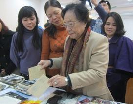 Bà Nguyễn Thị Bình tặng hơn 800 hiện vật cho bảo tàng Phụ nữ Việt Nam