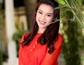 Trương Tùng Lan quyến rũ với gam màu đỏ đen