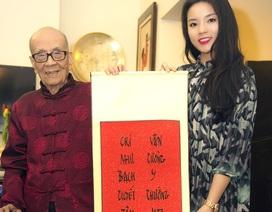 Hoa hậu Kỳ Duyên chúc Tết Anh hùng lao động Vũ Khiêu